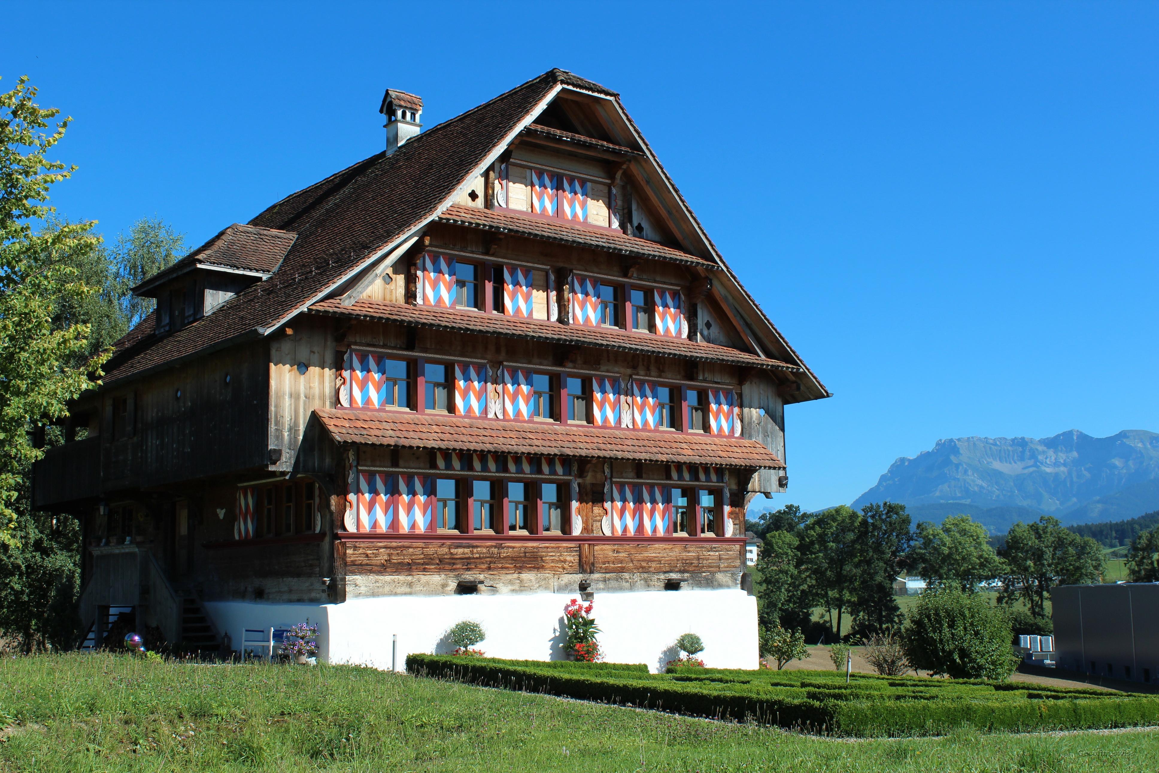 Beratung und Vertretung in der Schweiz in den administrativen, technischen und Notar Verfahren zum Kauf oder Verkauf der Schweizer Immobilien