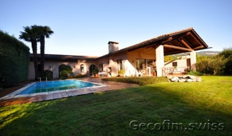 Villa with garden on the shores of Lake Lugano for Sale, Malyazo