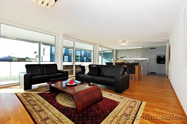 Retire piso de 5 5 habitaciones en cham suiza alquilar for Alquilar un apartamento en sevilla