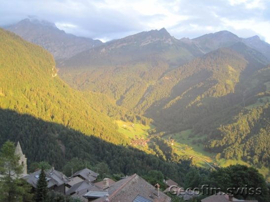 3-bedroom furnished apartment for sale with a beautiful view of the mountains in the village of Gryon, near the Swiss ski resort Villars-sur-Ollon 1 (5)